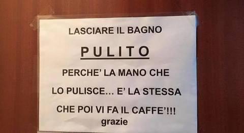 Il cartello nel bar per i maleducati il - Bambolotti che fanno il bagno ...