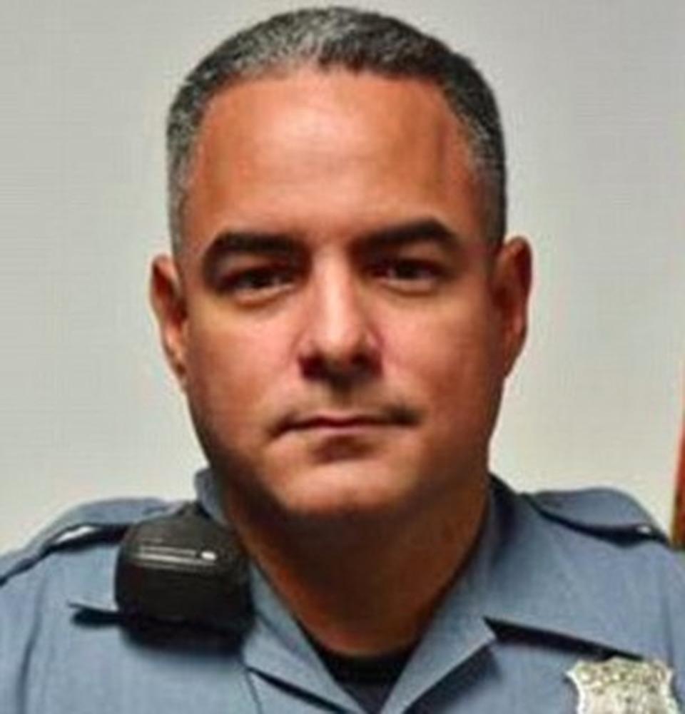 Usa si stende sui binari per suicidarsi il poliziotto - Si usa per cucinare 94 ...